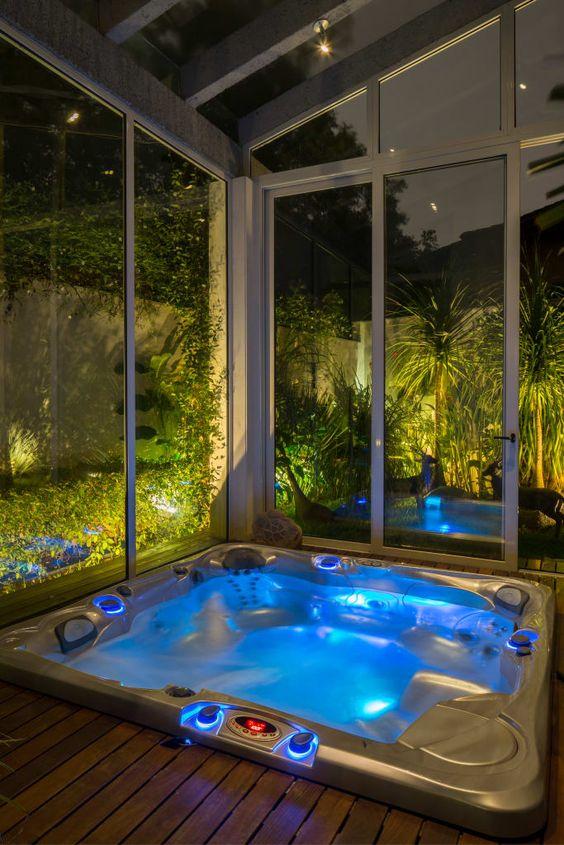 Modern Hot Tub Ideas: Sleek Hot Tub