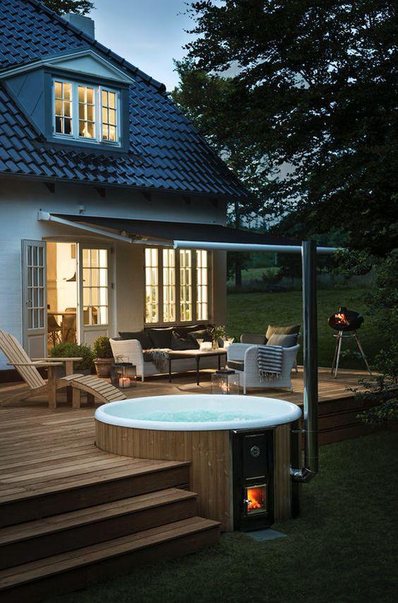 Modern Hot Tub Ideas: Chic Round Tub