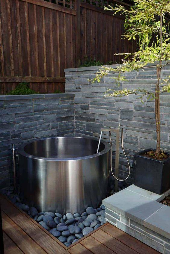 Modern Hot Tub Ideas: Sleek Modern Tub