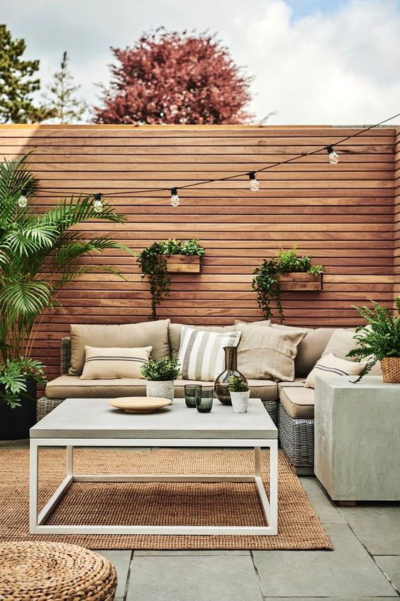 Outdoor Fence Ideas: Chic Bohemian Vibe