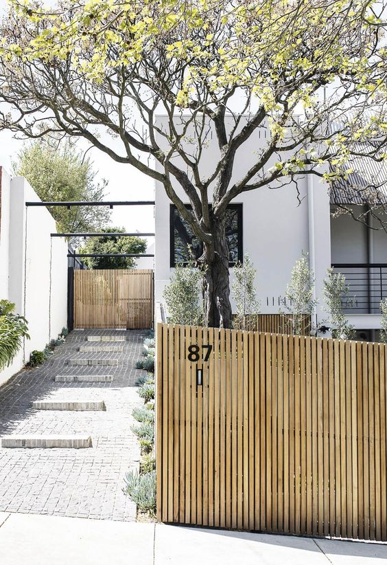 Outdoor Fence Ideas: Attractive Vertical Slate