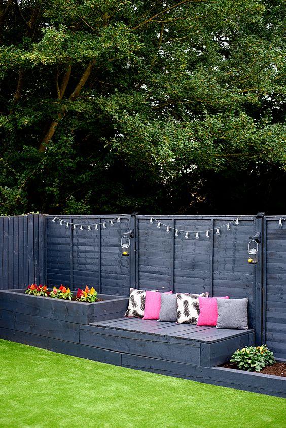 Outdoor Fence Ideas: Striking Black Fence