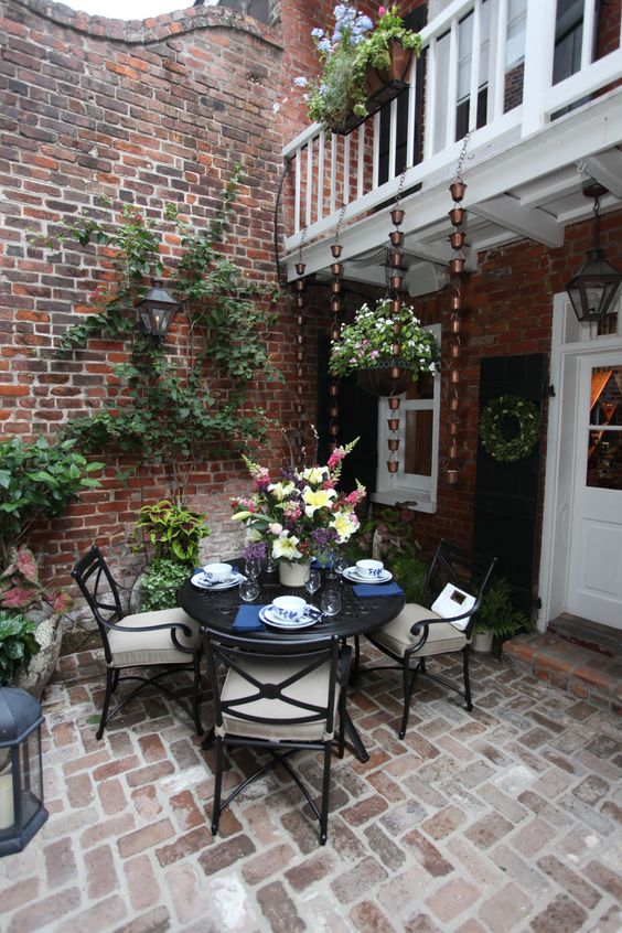 Patio Table Ideas: Classic Formal Layout