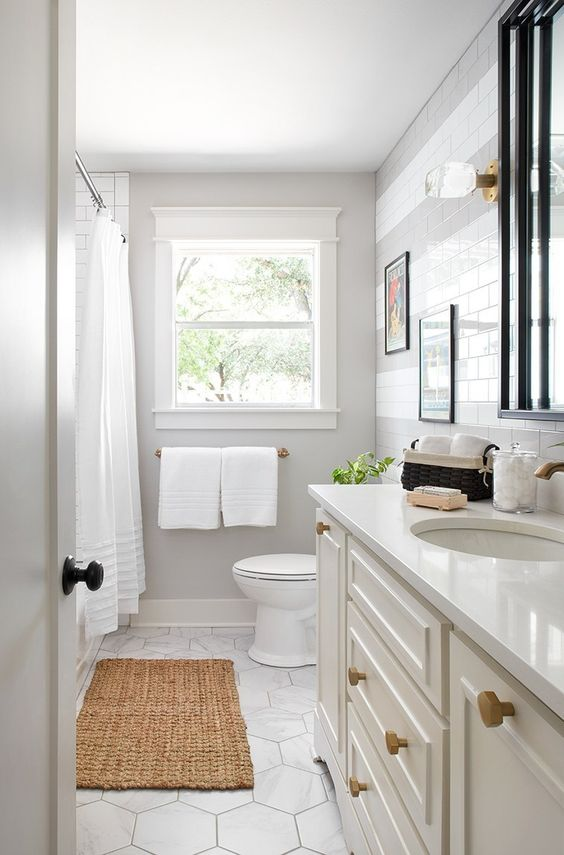 White Bathroom Ideas: Simple and Sleek
