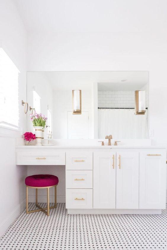 White Bathroom Ideas: Elegant Makeup Stand