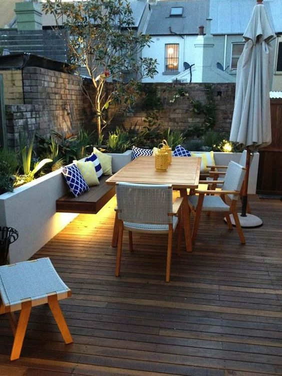 Backyard Oasis Ideas: Cozy Sitting Area