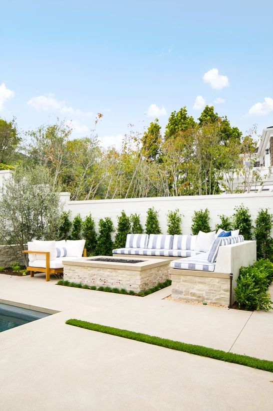 Backyard Oasis Ideas: Elegant All-White