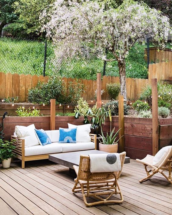 Backyard Oasis Ideas: Lovely Shabby Chic