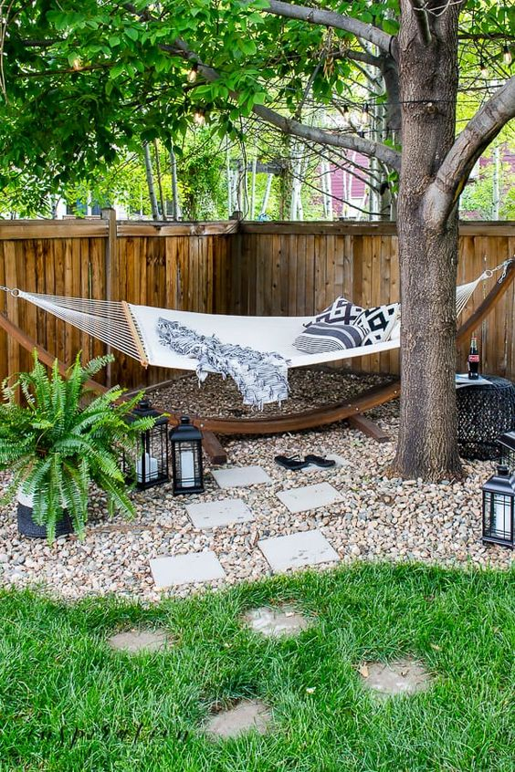 Backyard Oasis Ideas: Cozy Lazy Corner
