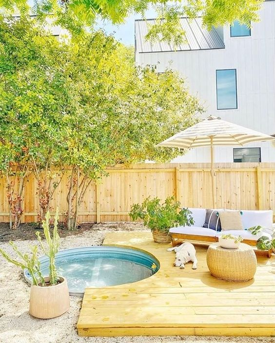 Backyard Oasis Ideas: Airy Minimalist Layout