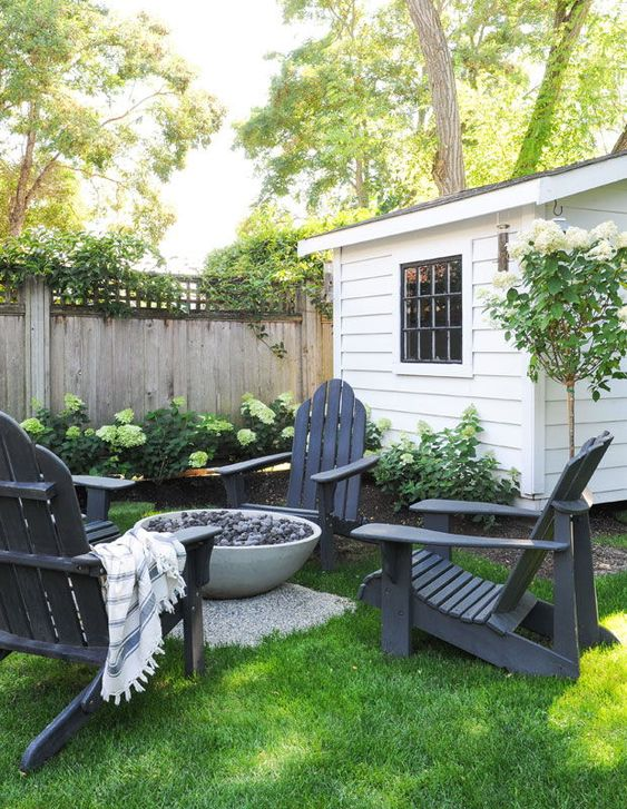 Backyard Oasis Ideas: Chic Simple Layout