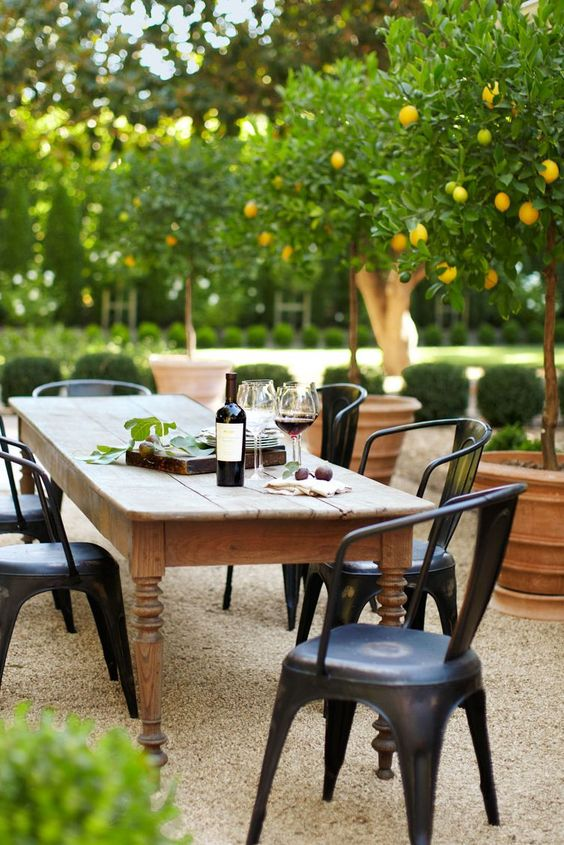 Patio Dining Ideas: Cozy Rustic Spot