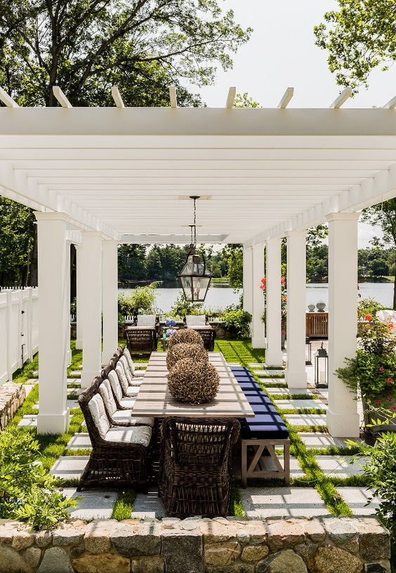 Patio Dining Ideas: Breathtaking Pergola Feature