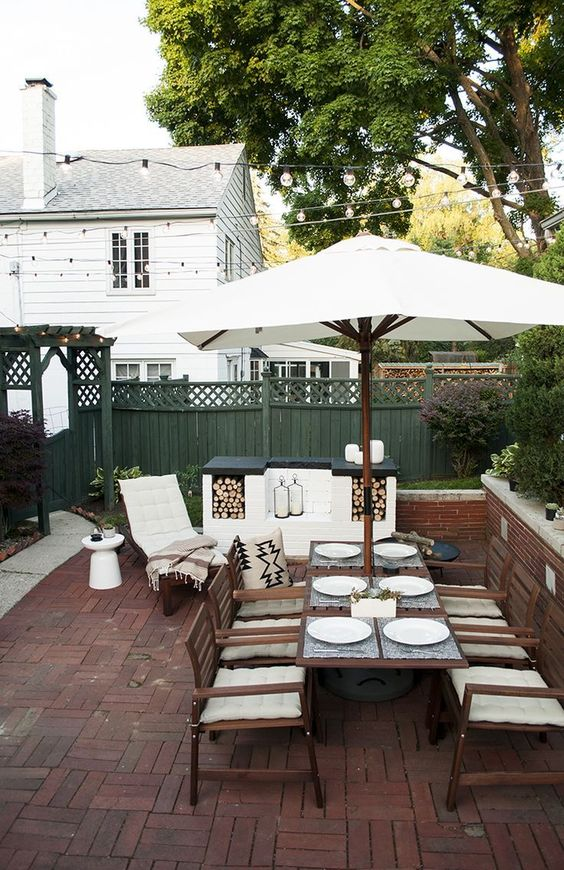 Patio Dining Ideas: Earthy Brick Patio