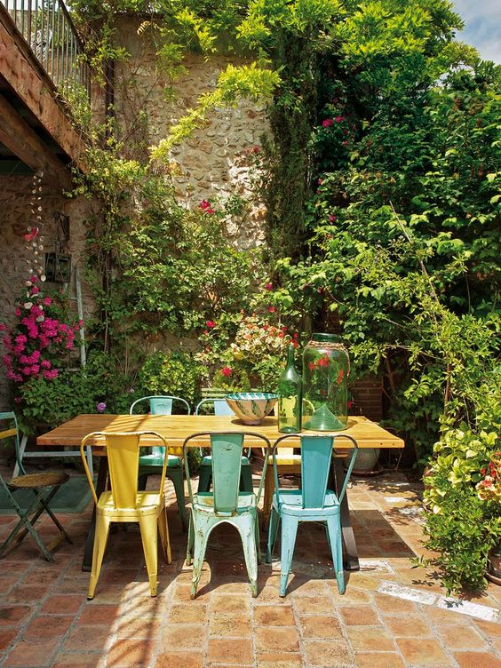 Patio Dining Ideas: Classic Rustic Decor