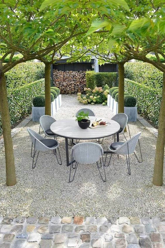 Patio Dining Ideas: Breezy Dining Spot