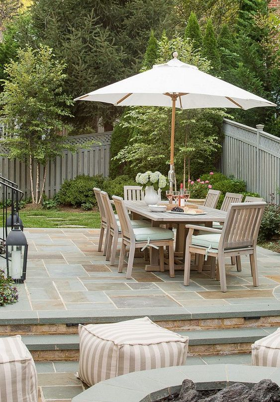 Patio Dining Ideas: Sleek Concrete Patio
