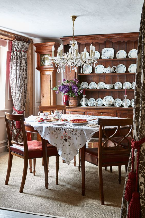 Traditional Dining Room Ideas 10